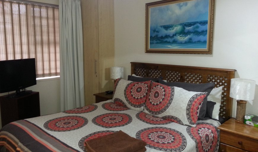 FewSteps Accommodation main bedroom with a queen size bed. in Humewood, Port Elizabeth, Eastern Cape, South Africa