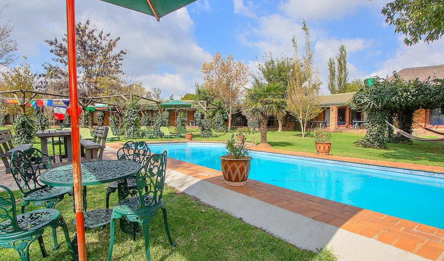 Airport Game Lodge features an outdoor swimming pool
