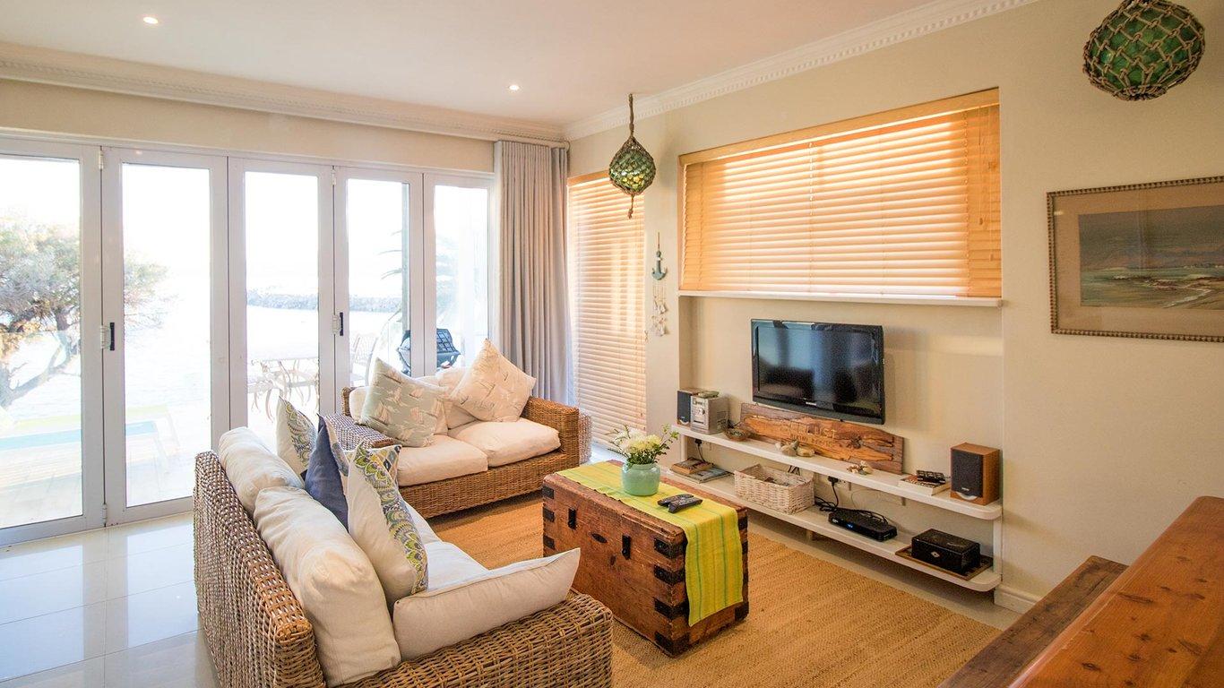 3a8142d8f0ed8 Bikini Beach Suite - Port Suite in Gordon s Bay — Best Price Guaranteed