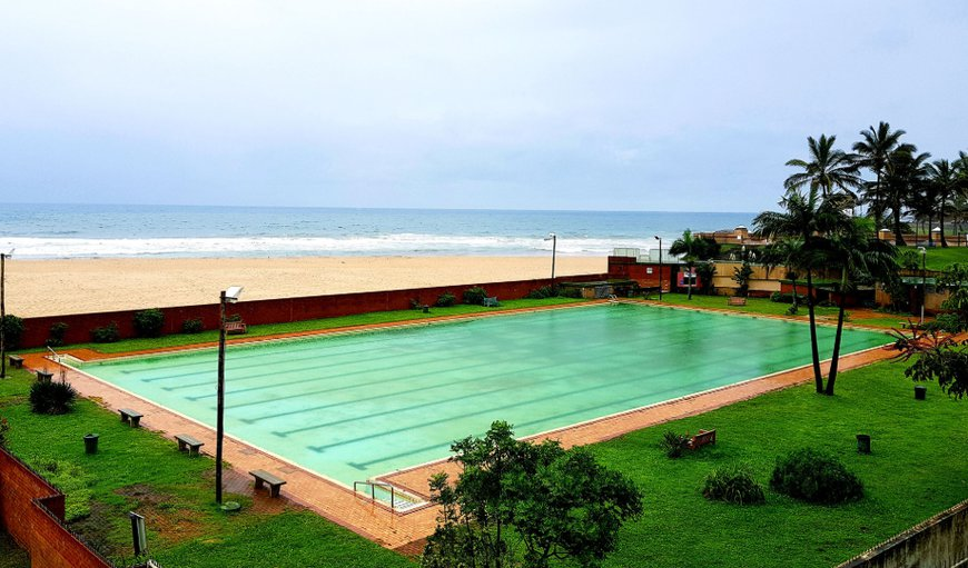 Boulevard 308 - The secure complex is located within walking distance from the main swimming beach and has the added bonus of the municipal swimming pool across the road. in Margate, KwaZulu-Natal , South Africa
