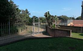 Amanzimtoti Family Beach Apartment image
