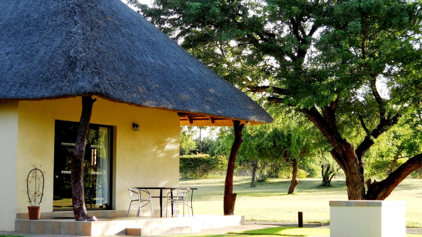 Komati river chalets in komatipoort best price guaranteed for Family cottages
