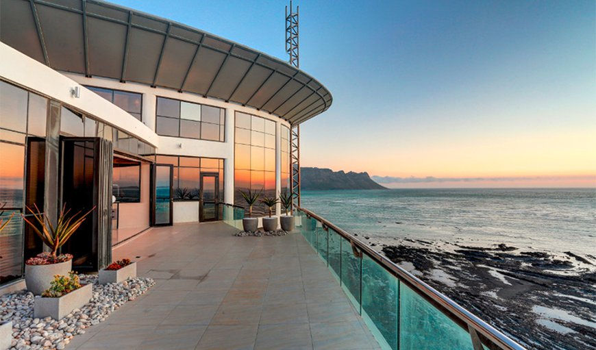 The Ocean View Penthouse is situated on the Golden Beach mile of the False Bay coastline.