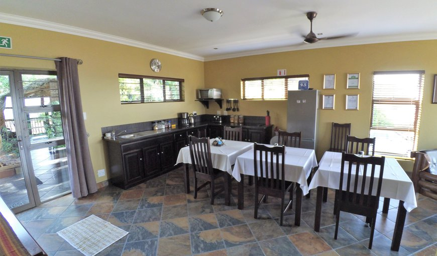Cottage kitchen & dining area