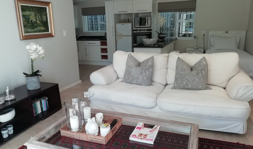 Modern Open Plan apartment with full kitchen in Walmer, Port Elizabeth, Eastern Cape, South Africa