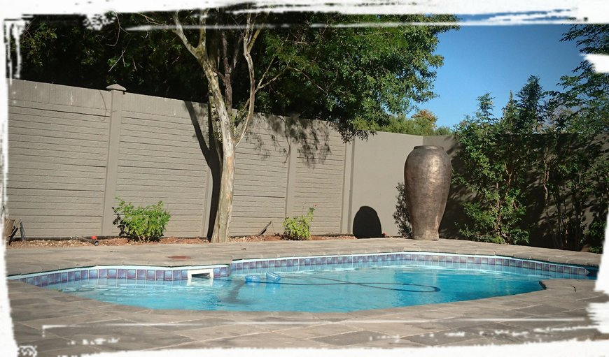 Guests are welcome to relax in the garden or to cool off in the swimming pool.