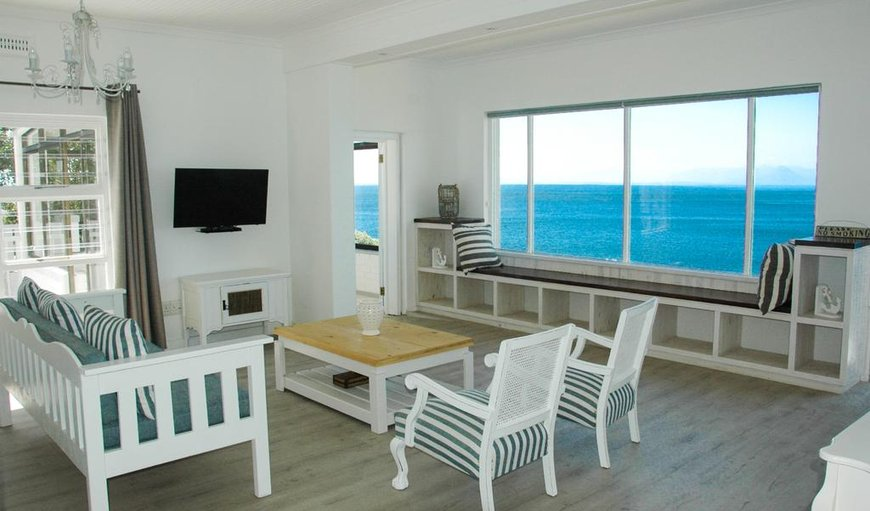 Superior Apartment Lounge and Sea View