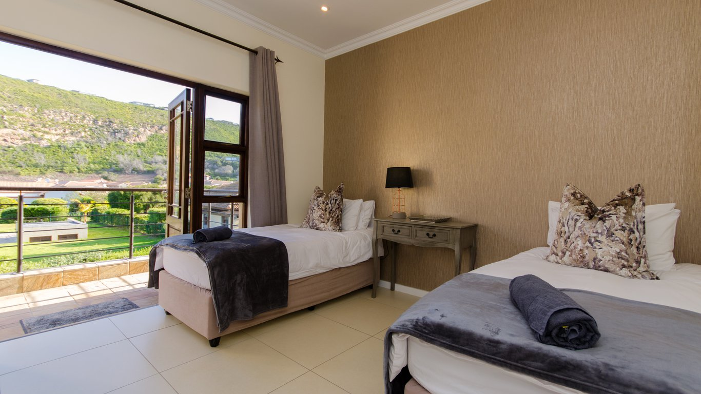 17 WHALE ROCK GARDENS SPARE BEDROOM q85 crop upscale