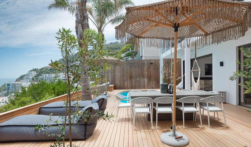 Clifton Splendour outside deck and swimming pool