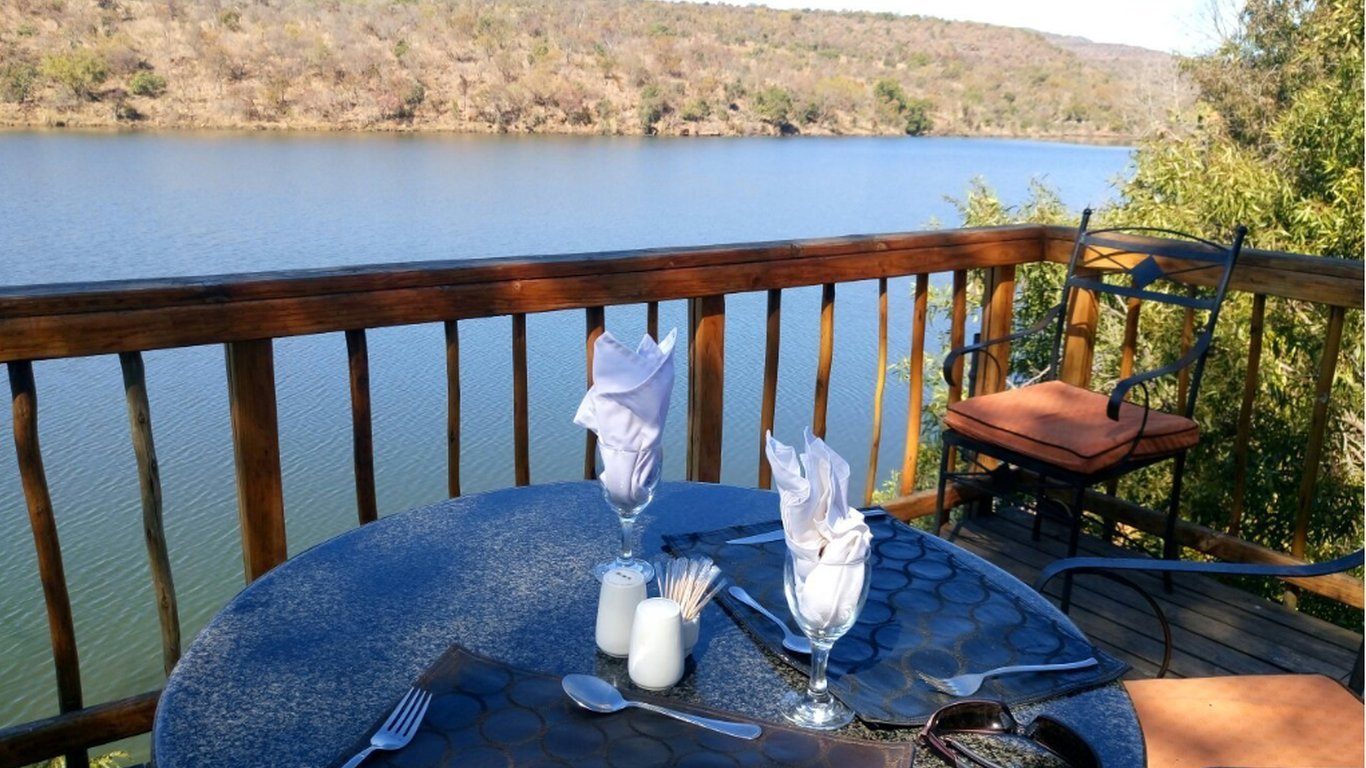 Kingfisher lodge in entabeni game reserve best price guaranteed for Kingfisher swimming pool prices