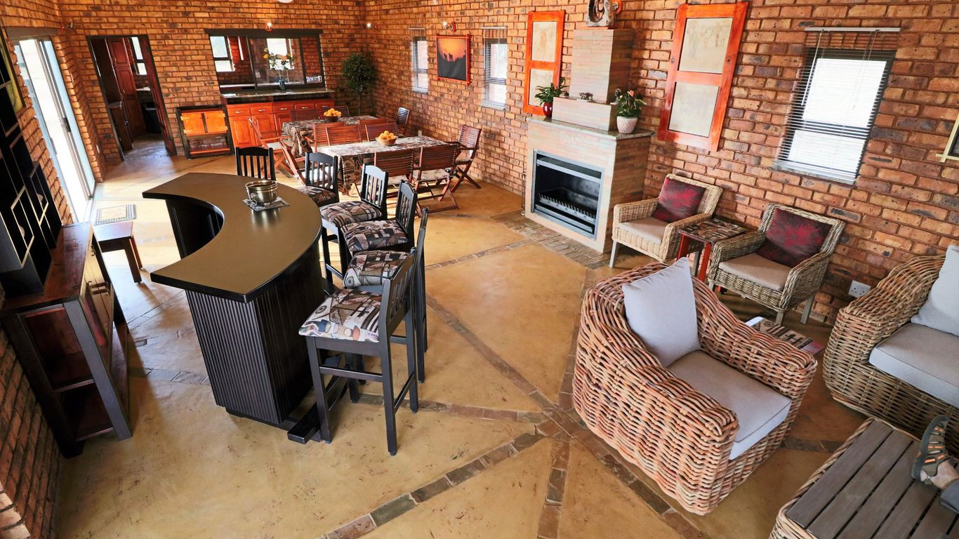 Tata Farm Game Lodge in Dinokeng Game Reserve — Best Price