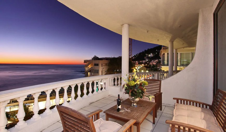Clifton, Beach Luxury Apartment offers accommodation close to the popular Clifton beaches.