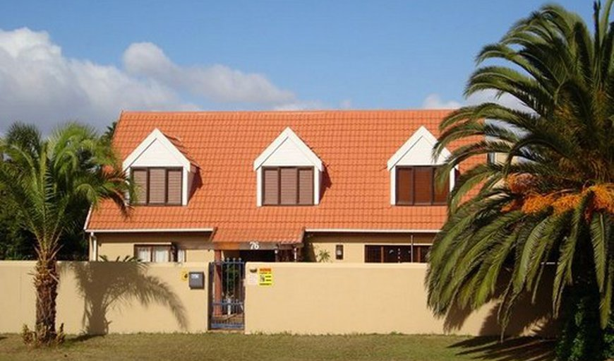 Pentzhaven Guesthouse is situated in the northern coastal suburb of Tableview, Cape Town.