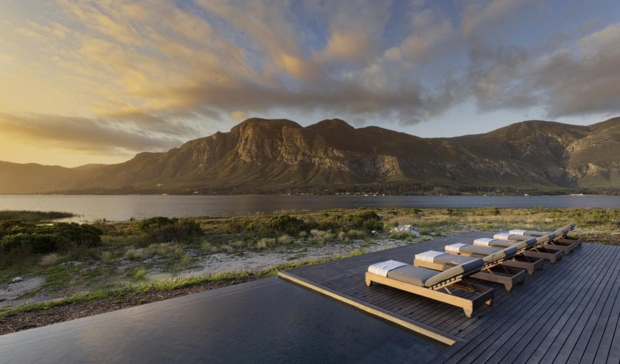 Perivoli Lagoon House is situated in a stunning, isolated,140ha wilderness of colourful Fynbos biome