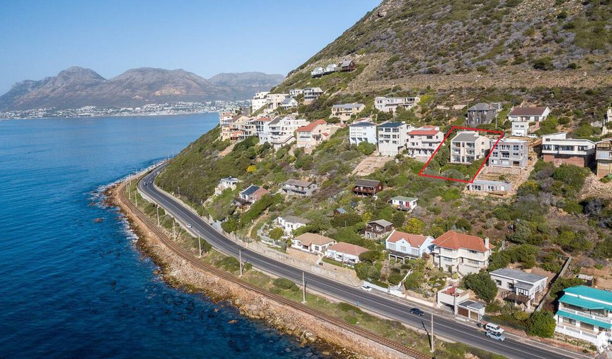 This stunning holiday home and flat is situated in the Ocean View Complex in Fish Hoek, Cape Town