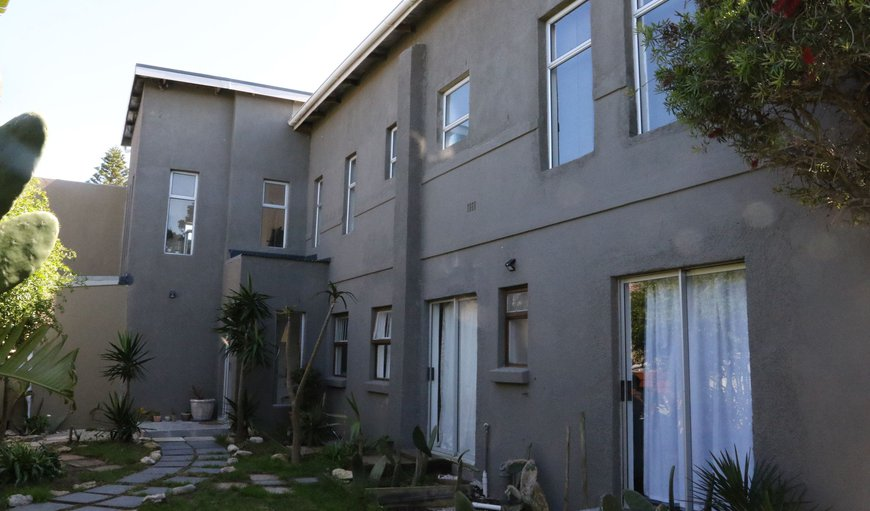 Welcome to Sunrise Accommodation in Bloubergstrand, Cape Town, Western Cape, South Africa