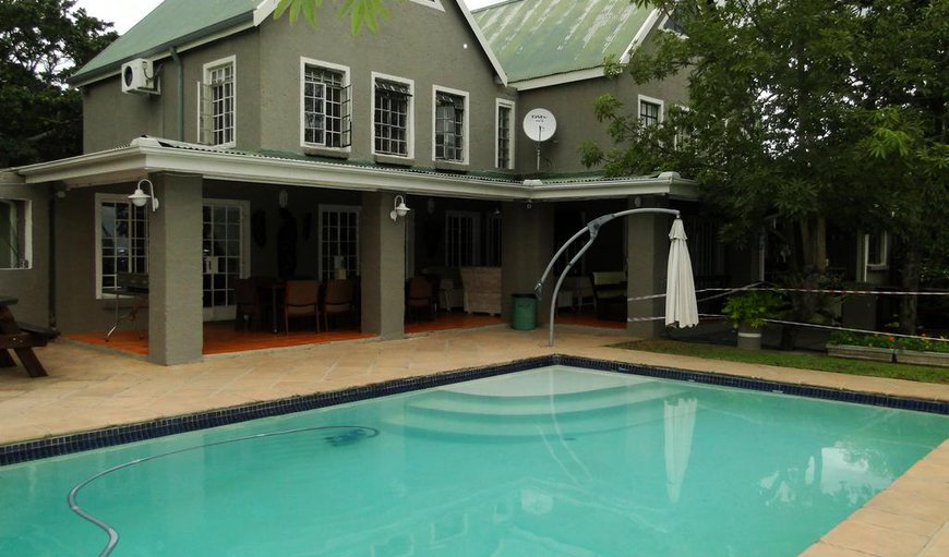Highlands Creek Lodge features an outdoor swimming pool