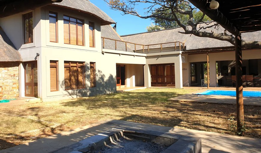 Zebula House 165 features a boma, outdoor dining area and a pool