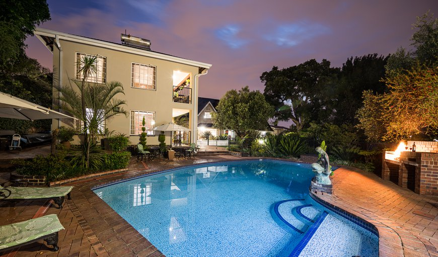 Gallo Manor Executive Bed & Breakfast features an outdoor swimming pool
