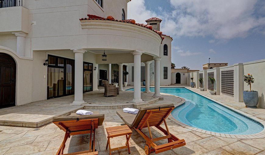 Lagoon Suites Walvis Bay features an outdoor swimming pool