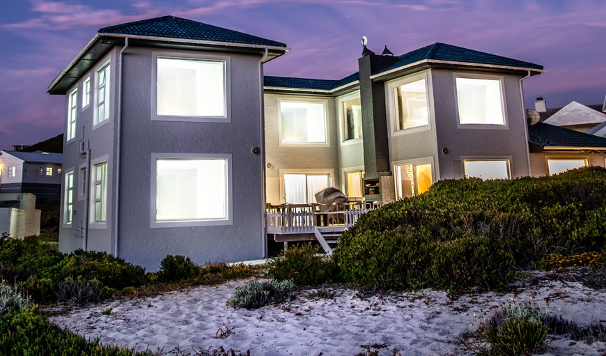 This stunning house is situated in the beautiful Yzerfontein