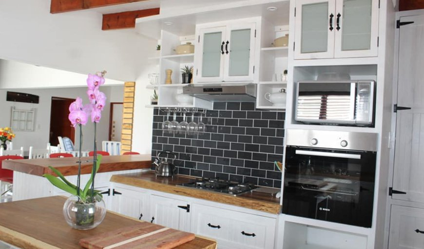 Beautiful Equipped Kitchen