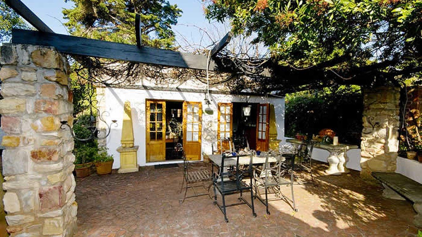 Patio Courtyard Outside Breakfast Room