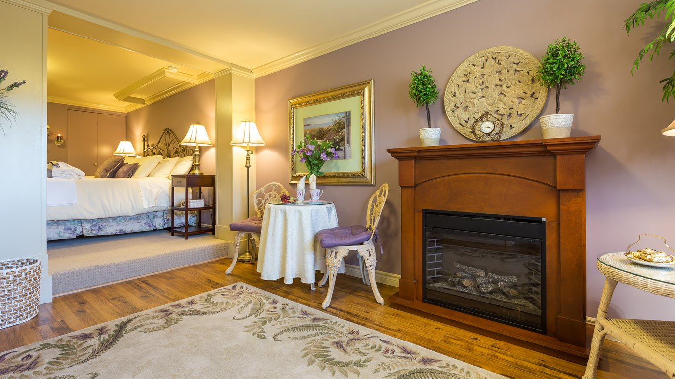 a vista villa couples retreat in kelowna u2014 best price guaranteed