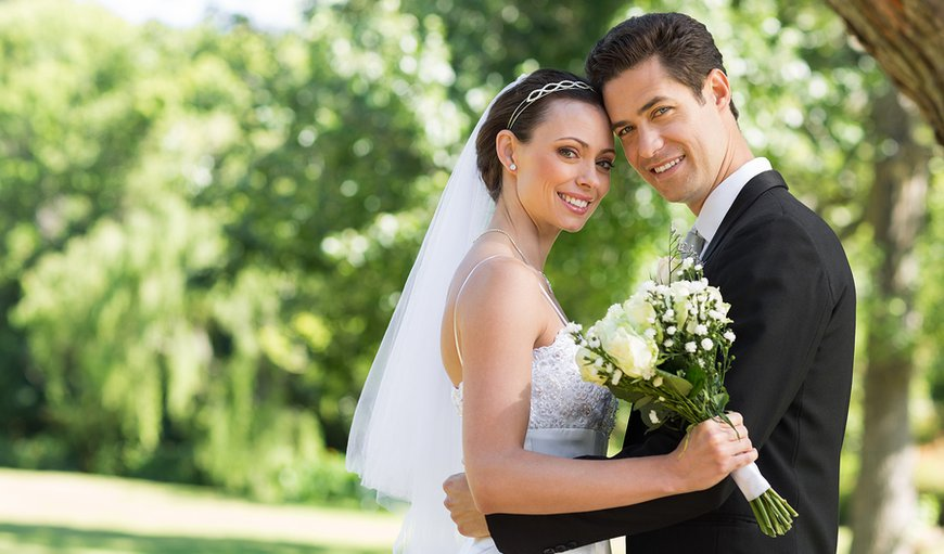 A Vista Villa is a fabulous venue for a wedding or vow renewal of less that 20 people.    Choice of a casual poolside dinner or a formal reception at the neighboring golf course.