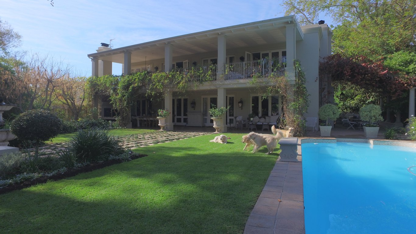 Beautiful garden and swimming pool area