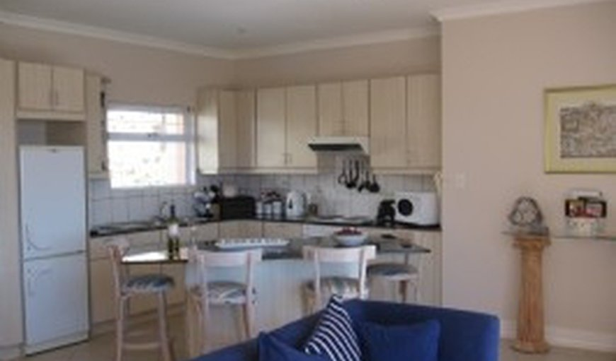 Riesling Suite, fully fitted kitchen, open-plan lounge and dining area plus kitchen dining counter.