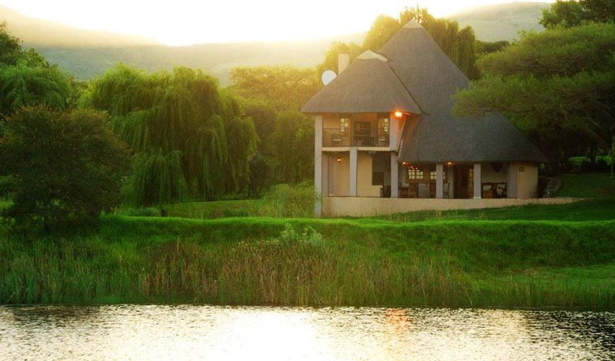Nxala Ranch is a thatch-roofed lodge, situated at the foot of the Biggars Mountain, some 45 kilometres from Dundee in KwaZulu Natal, amongst willow and paperbark trees.