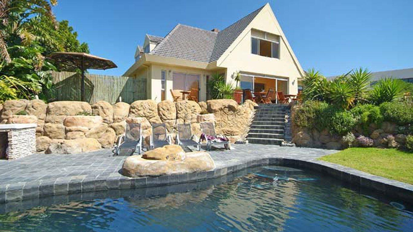 Bloubergstrand Guest House Beach