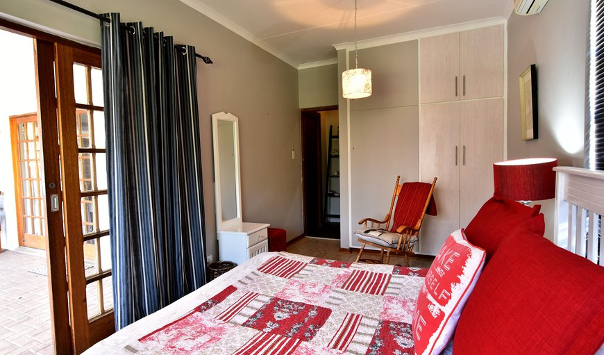Standard double room. Full en-suite bathroom (Bath & Shower), Airconditioning and DSTV. Room 5 en-suite bathroom has only a shower.