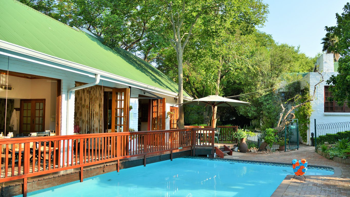Rivonia bed breakfast garden estate in rivonia johannesburg joburg instant booking for Southern suburbs swimming pool