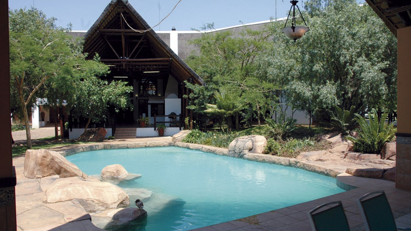 Sebriana lodge in mooiplaats johannesburg joburg for Pool design johannesburg