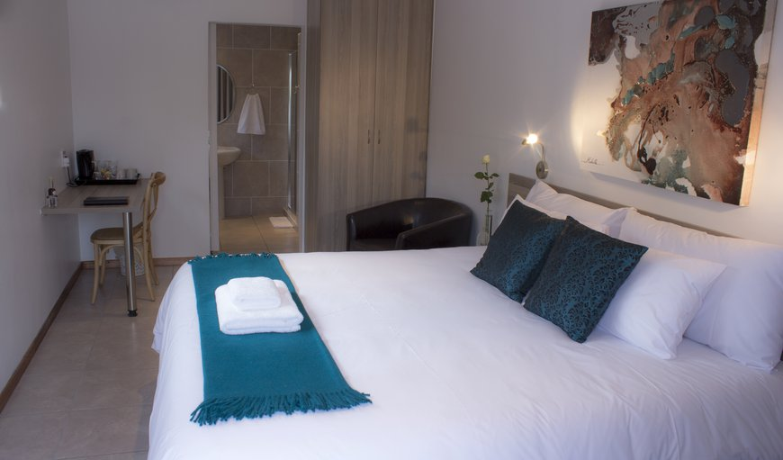 Spacious room with lovely en-suite bathroom with a bath and separate shower