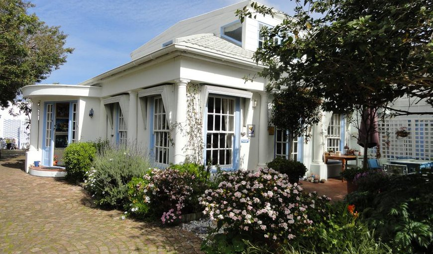 Welcome to Eastbury Cottage in Fernkloof Estate, Hermanus, Western Cape, South Africa