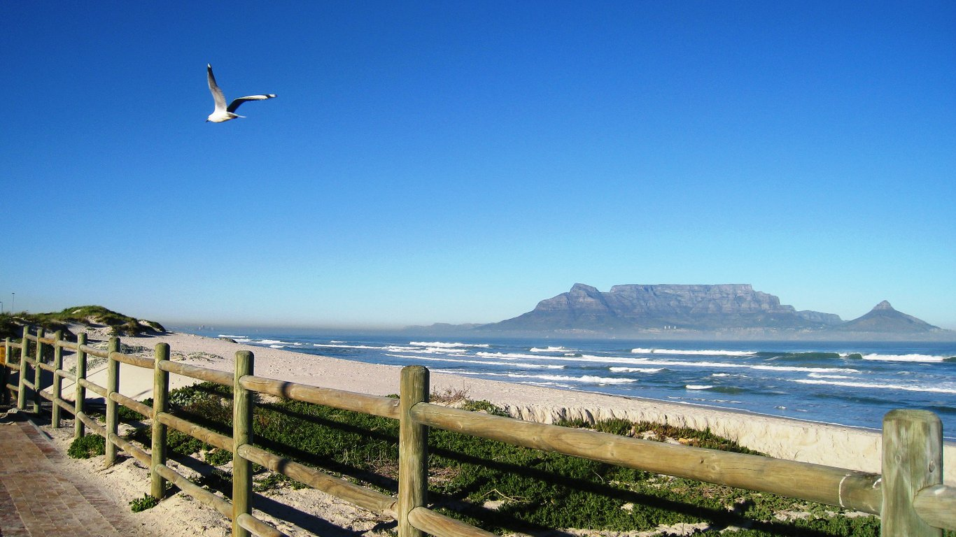 Dolphin Inn Blouberg in Bloubergstrand, Cape Town — Best Price ...