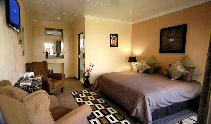 Huge room with Flat screen TV, own DSTV channels and Aircon. En-suite bathroom. Internet and Wifi with views onto a Garden