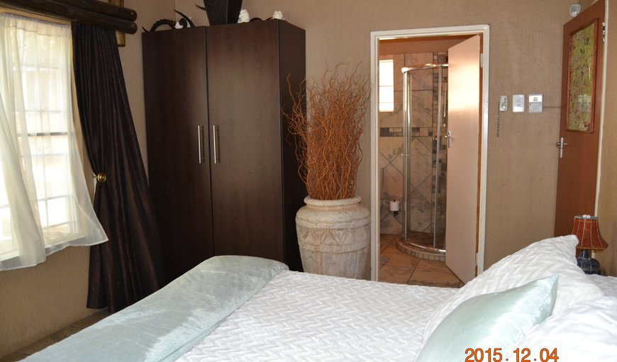 Large main en suit with full bathroom, air con
