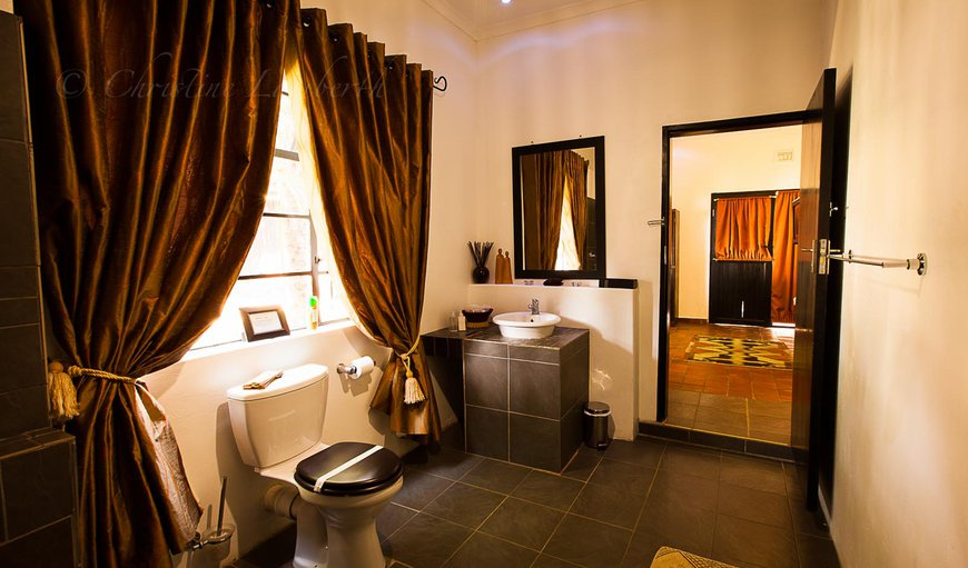 Kutatu has its own en-suite bathroom making it very comfortable for those extra guests.