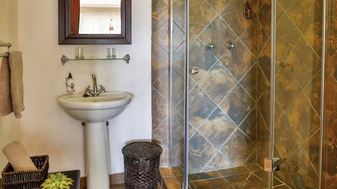 Guest En Suite Bathroom: Olive Grove Guest Farm In Beaufort West